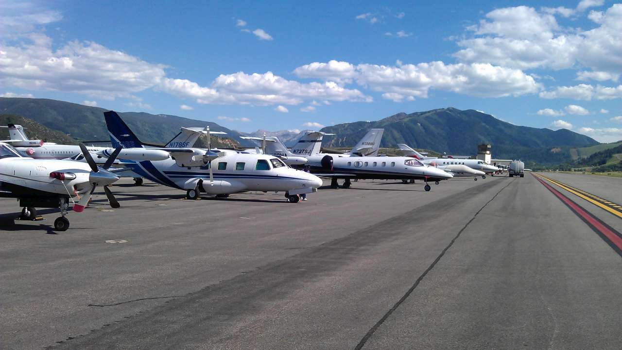 Aspen airport - Private jet country